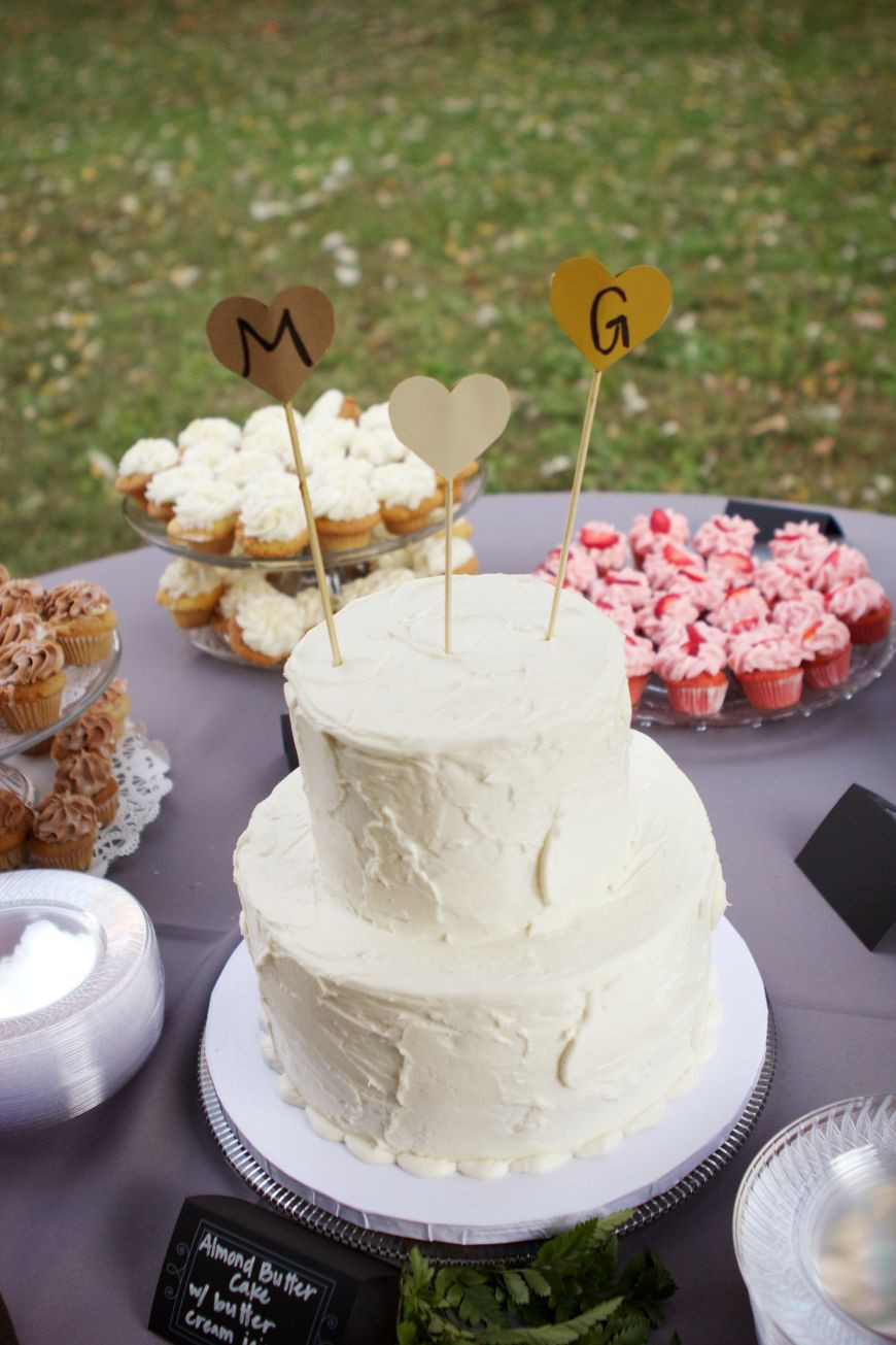 Do It Yourself Wedding Cupcakes  Do it yourself wedding cake Could make a main cake like