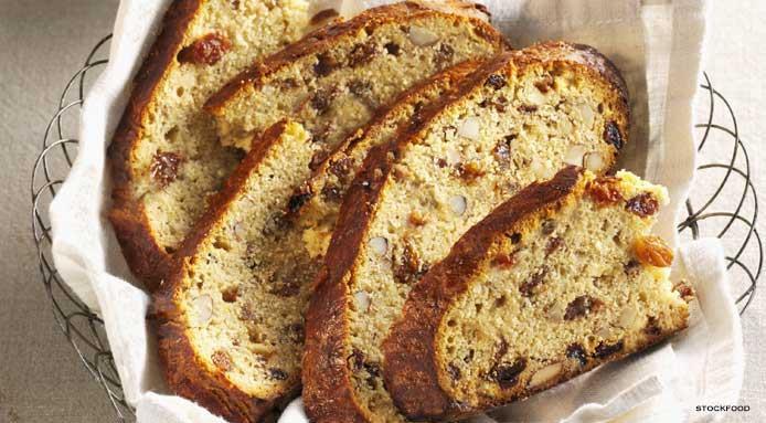 Easter Bread With Raisins  7 recettes de pains de Pâques pour vous régaler