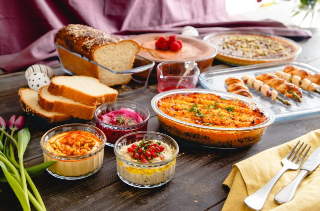 Easter Dinner Menu For A Crowd  CREATE AN INSTAGRAM WORTHY EASTER FEAST WITH PYREX'S TOP
