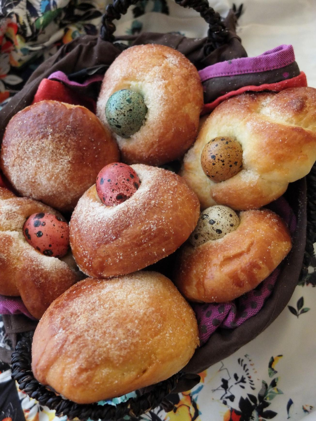 Easter Egg Bread Recipe  Traditional Monas de Pascua – Spanish Easter egg bread