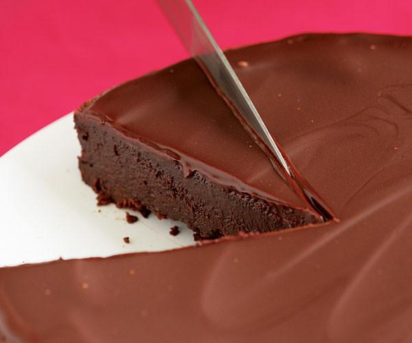 Easy Passover Desserts  Flourless Chocolate Cake with Chocolate Glaze Recipe