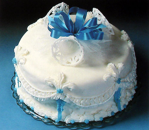 Easy Wedding Cake Recipes  Decorate a Simple Wedding Cake with Recipe