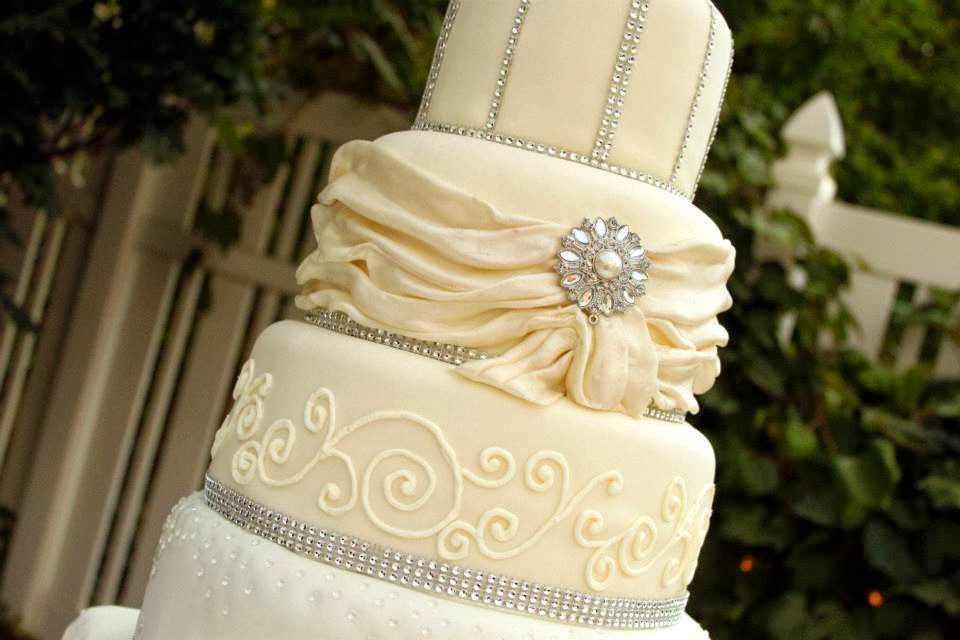 Elegant Wedding Cakes With Bling  Layers of Love Elegant Rhinestone Wedding cake