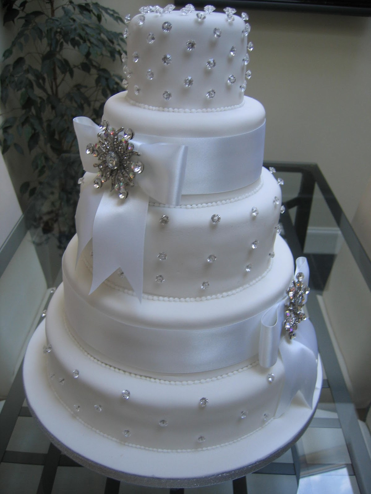 Elegant Wedding Cakes With Bling  Wedding Cake Bling Beautiful Cakes That Sparkle & Shine