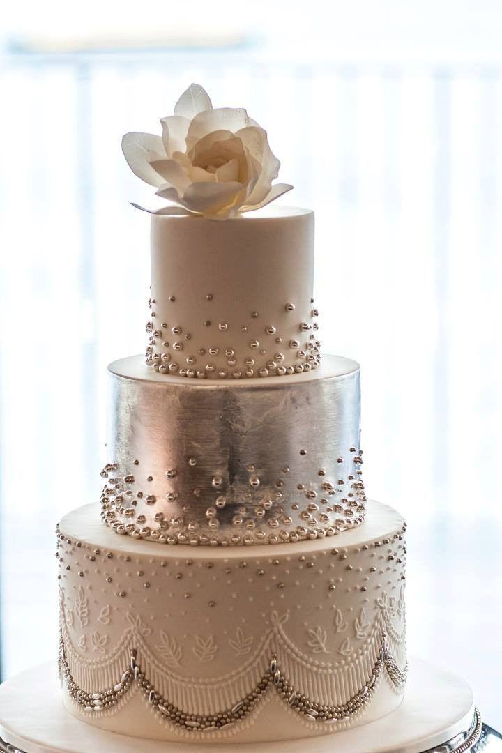 Exquisite Wedding Cakes  Prettiness from These Exquisite Wedding Cakes MODwedding