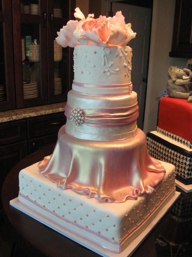 Extravigant Wedding Cakes  Extravagant wedding cake idea in 2017