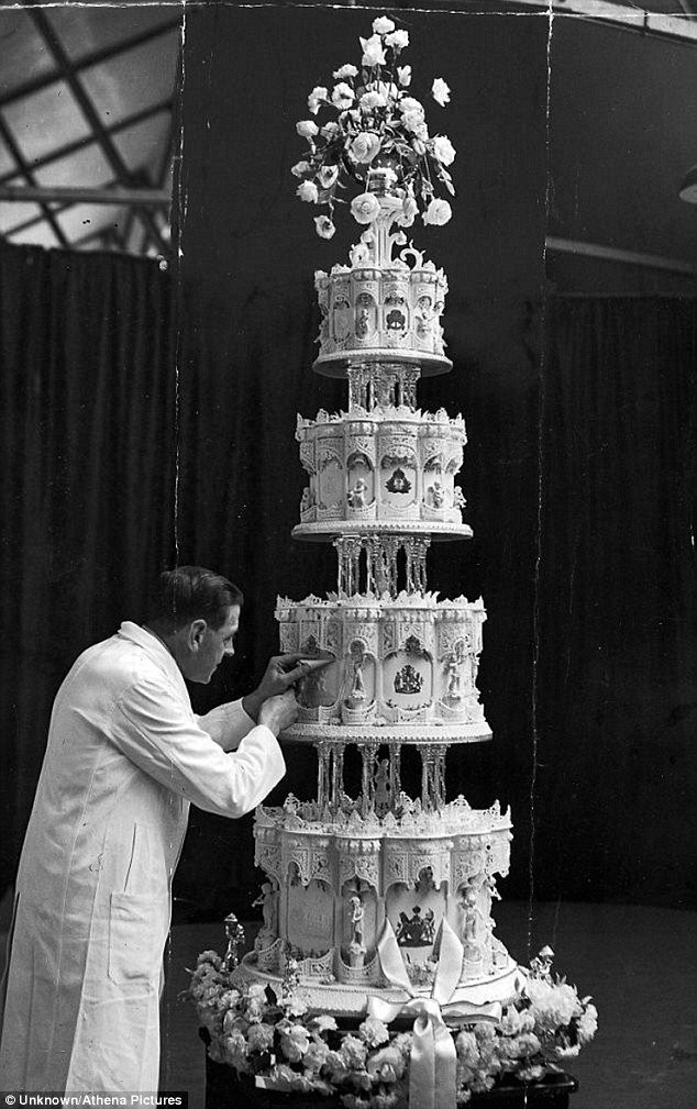 Extravigant Wedding Cakes  9 Extravagant Celebrity Wedding Cakes
