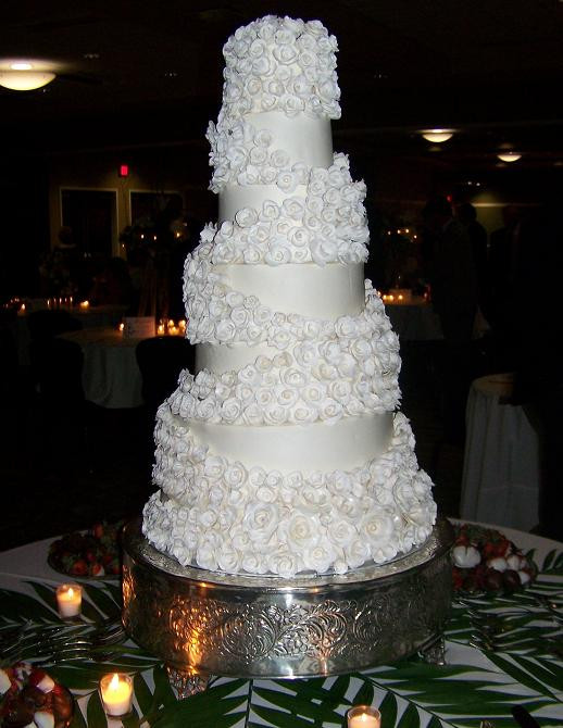 Extravigant Wedding Cakes  Extravagant wedding cake idea in 2017