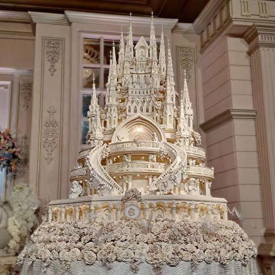 Extreme Wedding Cakes  Bridal Guide Extreme Castle Wedding Cakes for the