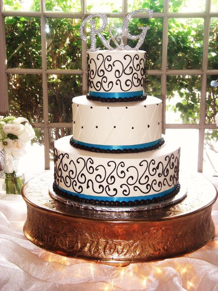 Fleur De Lis Wedding Cakes  Fleur de Lis Unfor table Cakes Phoenix AZ Wedding Cake