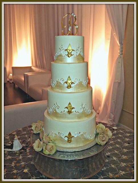 Fleur De Lis Wedding Cakes  fleur de lis wedding cake design