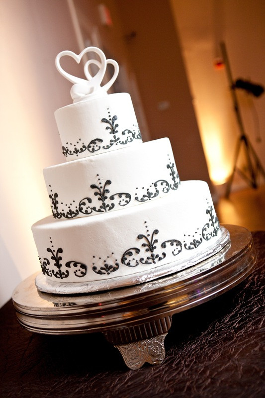 Fleur De Lis Wedding Cakes  Memorable Wedding Top 10 Ways to Customize Your Wedding Cake