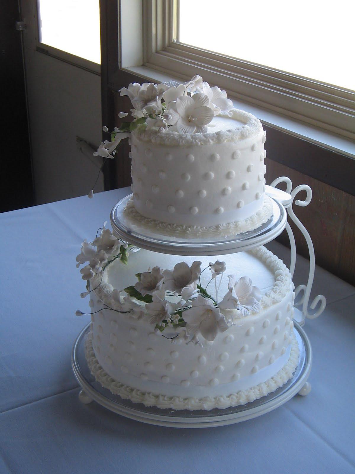 Floating Wedding Cakes  Floating wedding cake stands idea in 2017