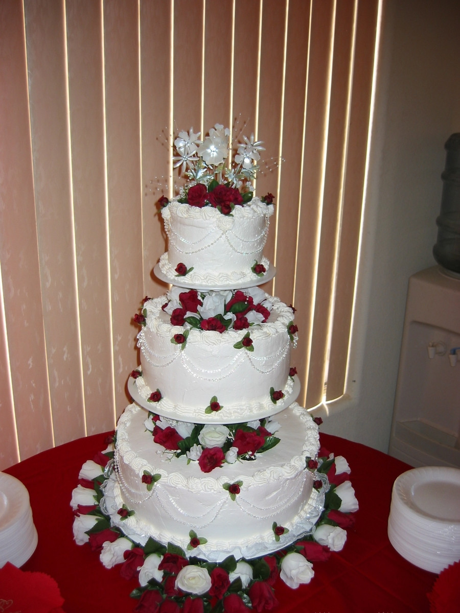 Floating Wedding Cakes  3 Tier Floating Round Cake White Non Dairy Whipped