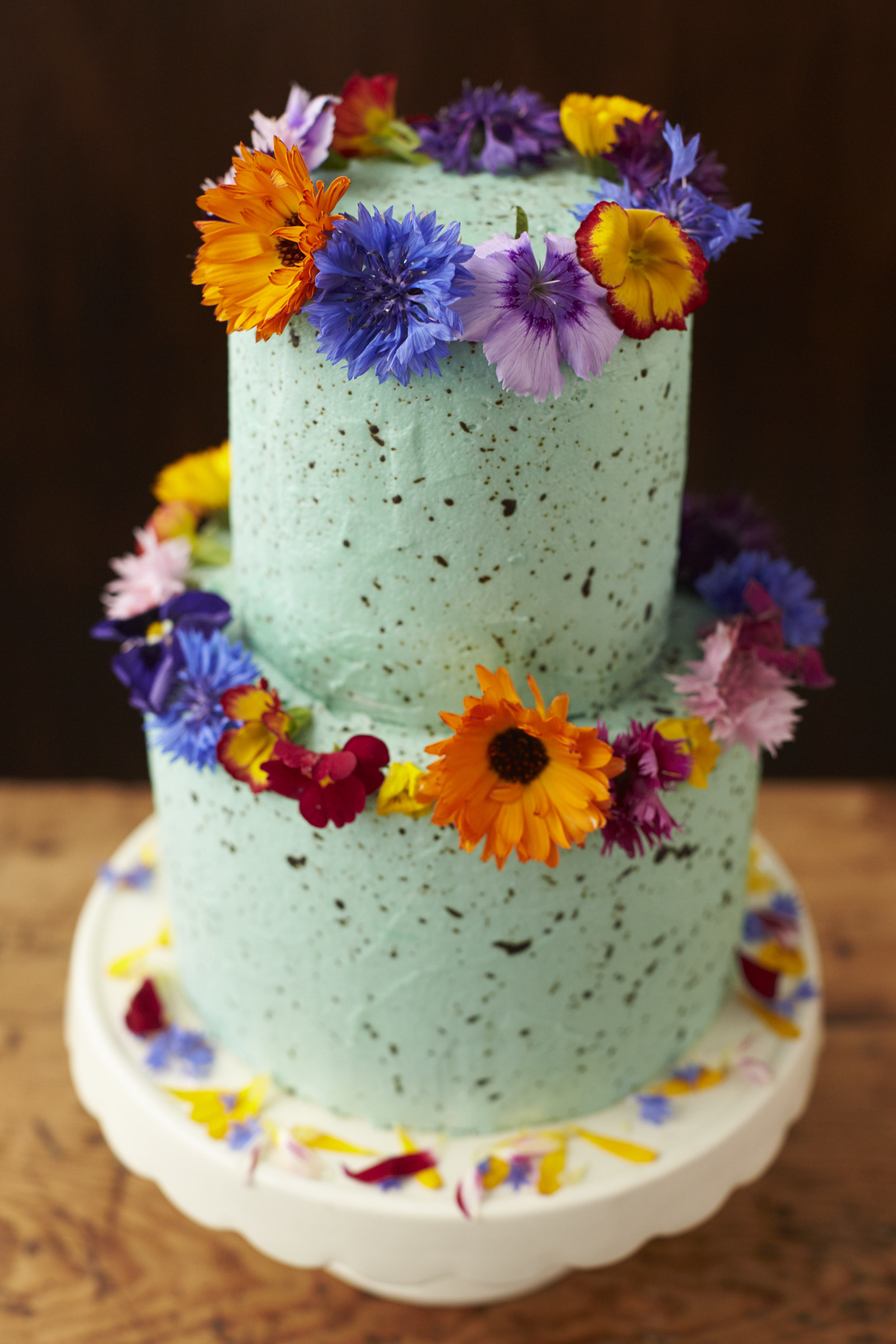Flowers For Wedding Cakes  Using Fresh Flowers Wedding Cakes The Guide Fresh