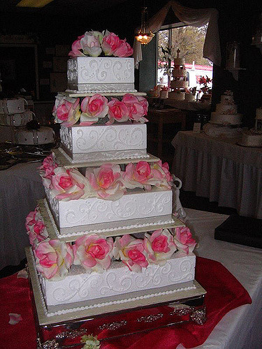 Foam Wedding Cakes  Delicious Styrofoam Wedding Cake