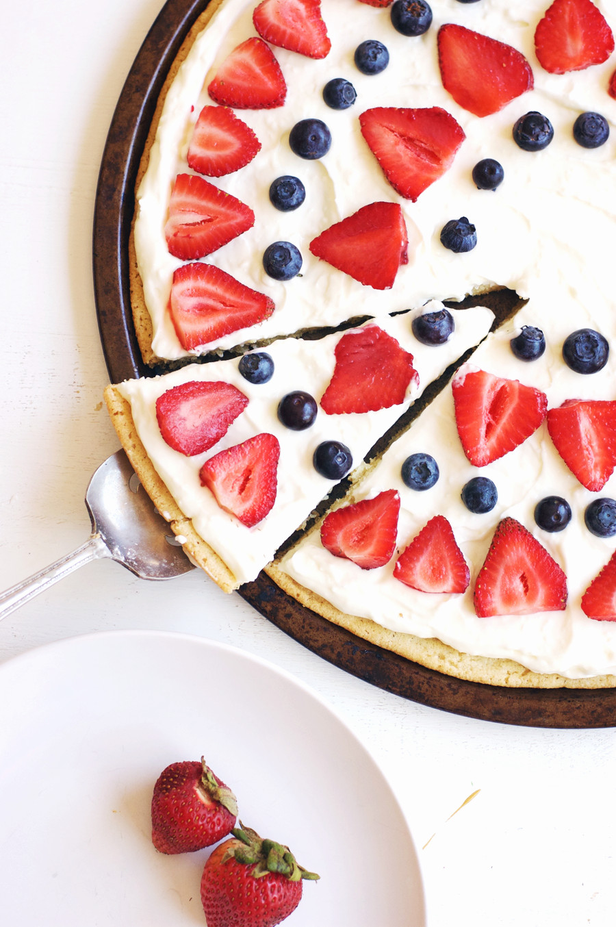 Fourth Of July Dessert  Fourth of July Berry Dessert Pizza