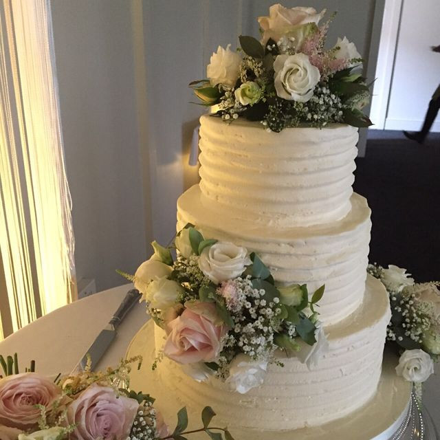 Fresh Flowers On Wedding Cakes  Buttercream and Fresh Flowers Wedding Cake