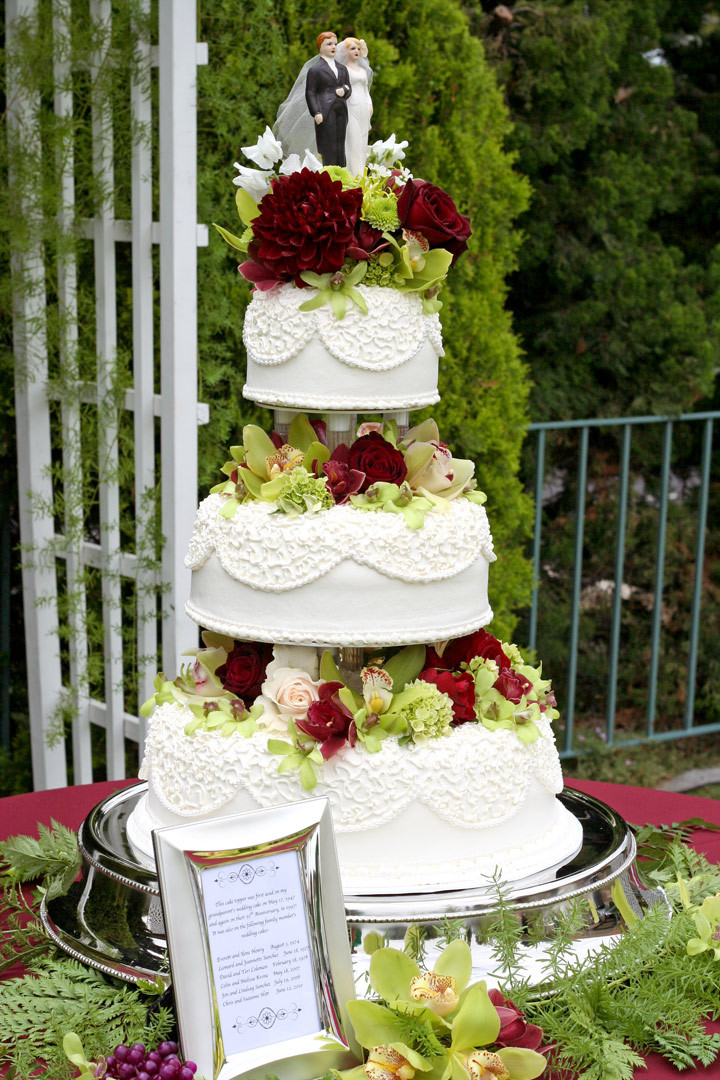 Fresh Flowers On Wedding Cakes  A Wedding Cake delivered in La Mirada CA