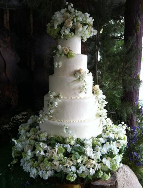 Fresh Flowers On Wedding Cakes  Wedding Cakes With Fresh Flowers 2012