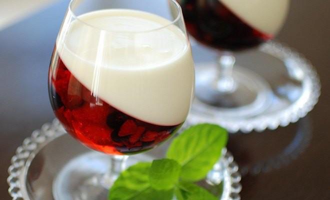 Fun Summer Desserts  Easy summer dessert recipe Yogurt & berry fruit jellies