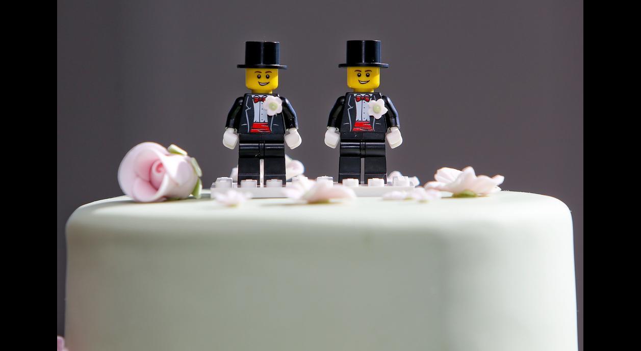 Gay Wedding Cakes  Best Bakers Who Make Gay Wedding Cakes in Las Vegas Pace