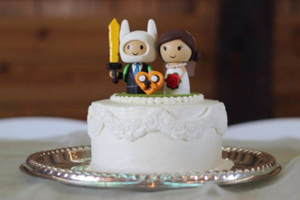 Geek Wedding Cakes  25 Wedding Cake Toppers Interpreted By Nerd Couples