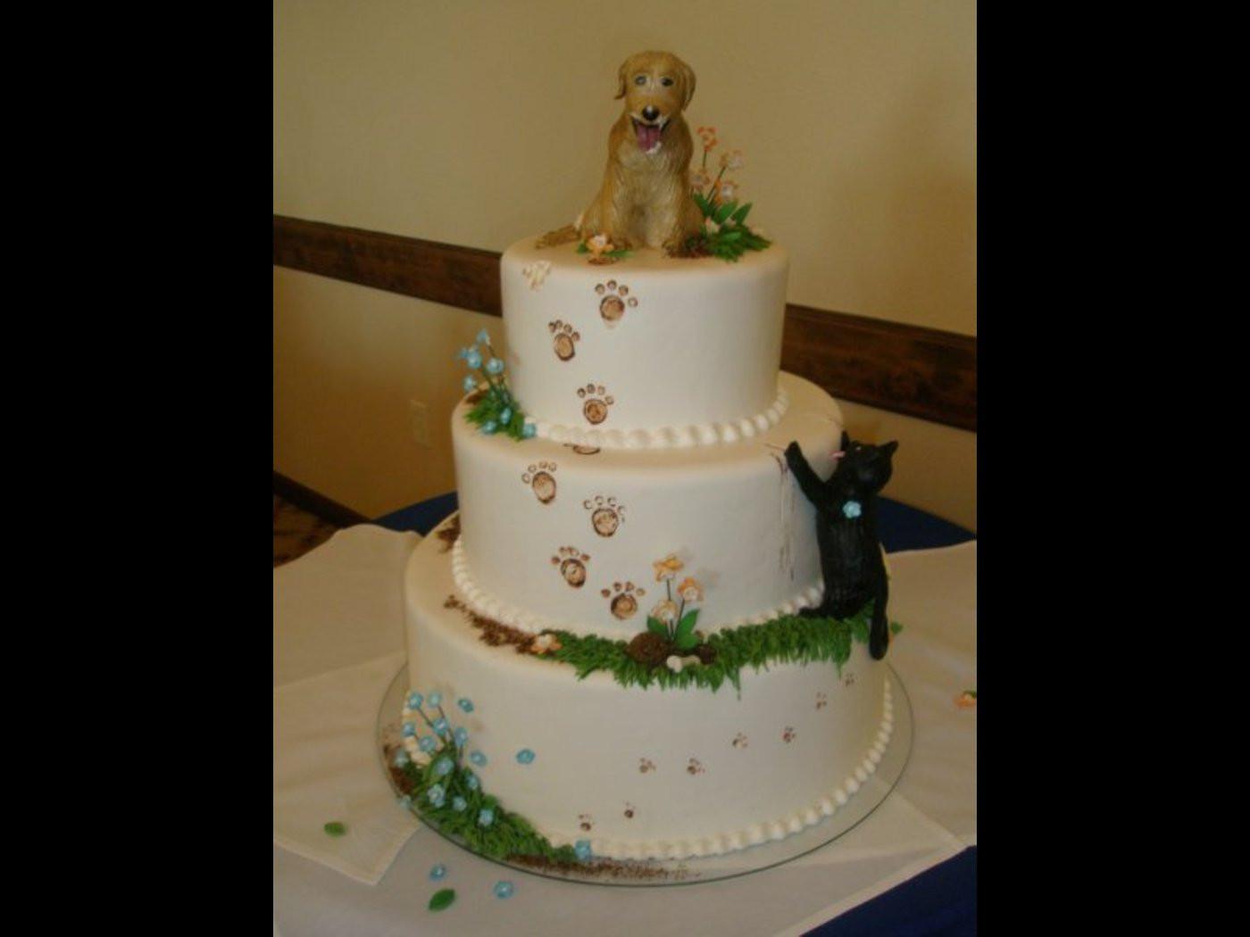 Gigantic Wedding Cakes  Giant eagle wedding cake idea in 2017