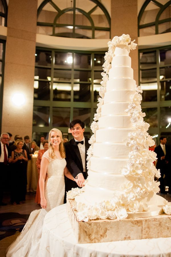 Gigantic Wedding Cakes  25 best ideas about Big Wedding Cakes on Pinterest