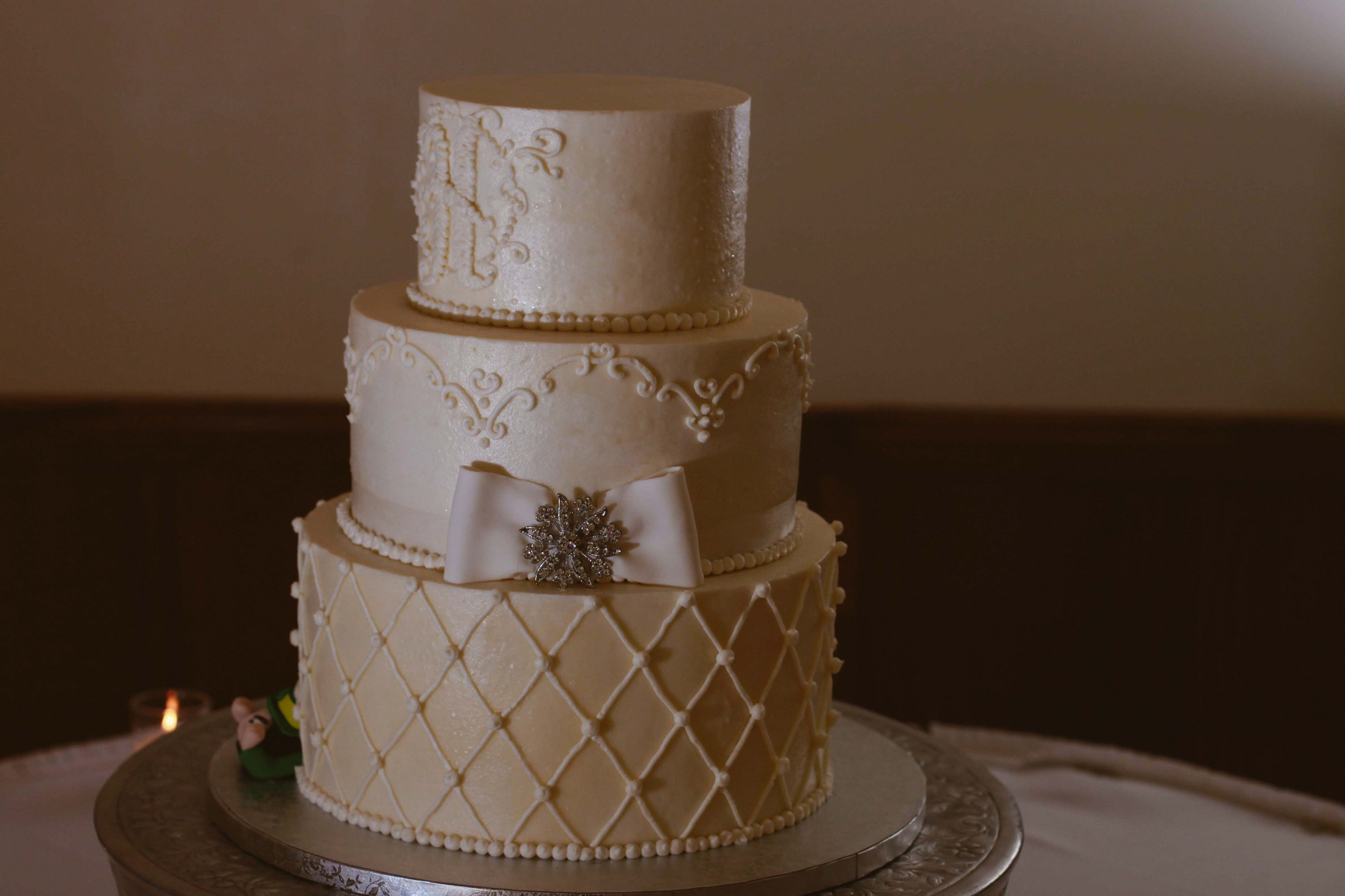 Gigantic Wedding Cakes  Wedding grapher