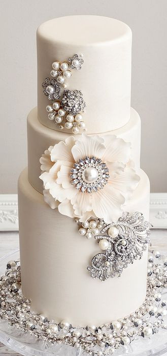 Glam Wedding Cakes  30 White Wedding Cake Designs That Will Leave You Wanting e