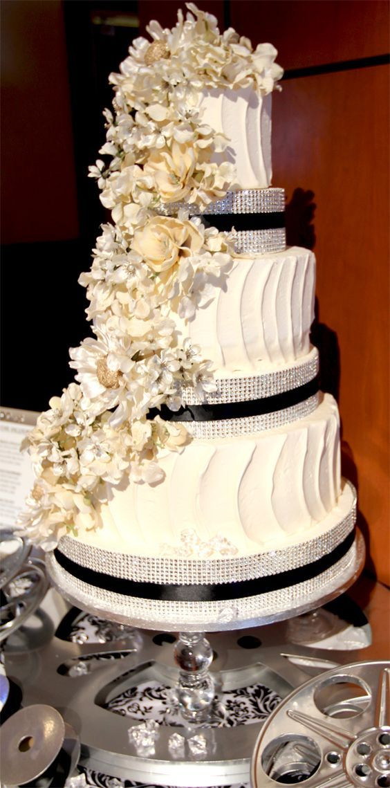 Glamour Wedding Cakes  25 best ideas about Old hollywood cake on Pinterest