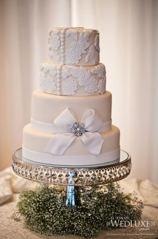 Glamour Wedding Cakes  225 best images about Old Hollywood Glamour Wedding Ideas