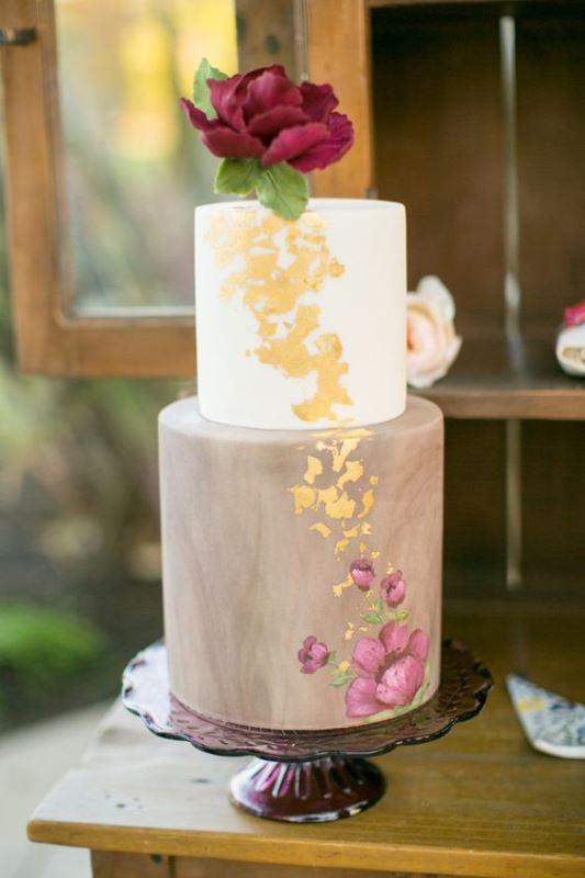Gold Leaf Wedding Cakes  30 Glamorous Gold Leaf Wedding Cakes Weddingomania