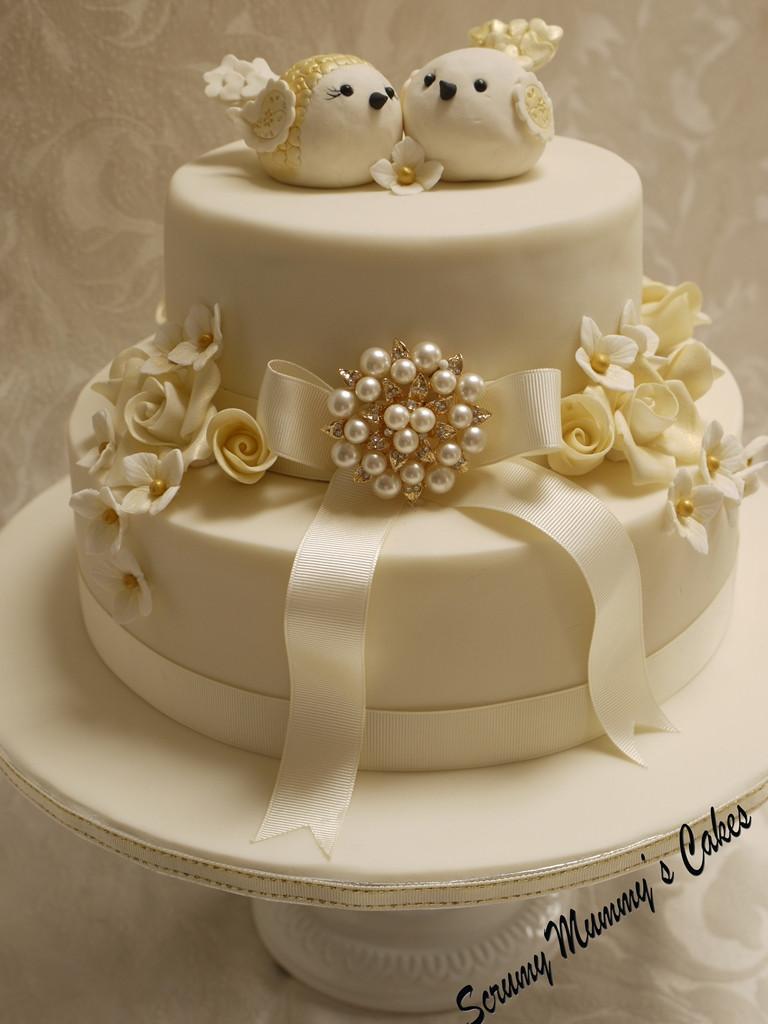 Golden Wedding Anniversary Cakes  Scrummy Mummy s Cakes Isobella Golden Wedding Anniversary