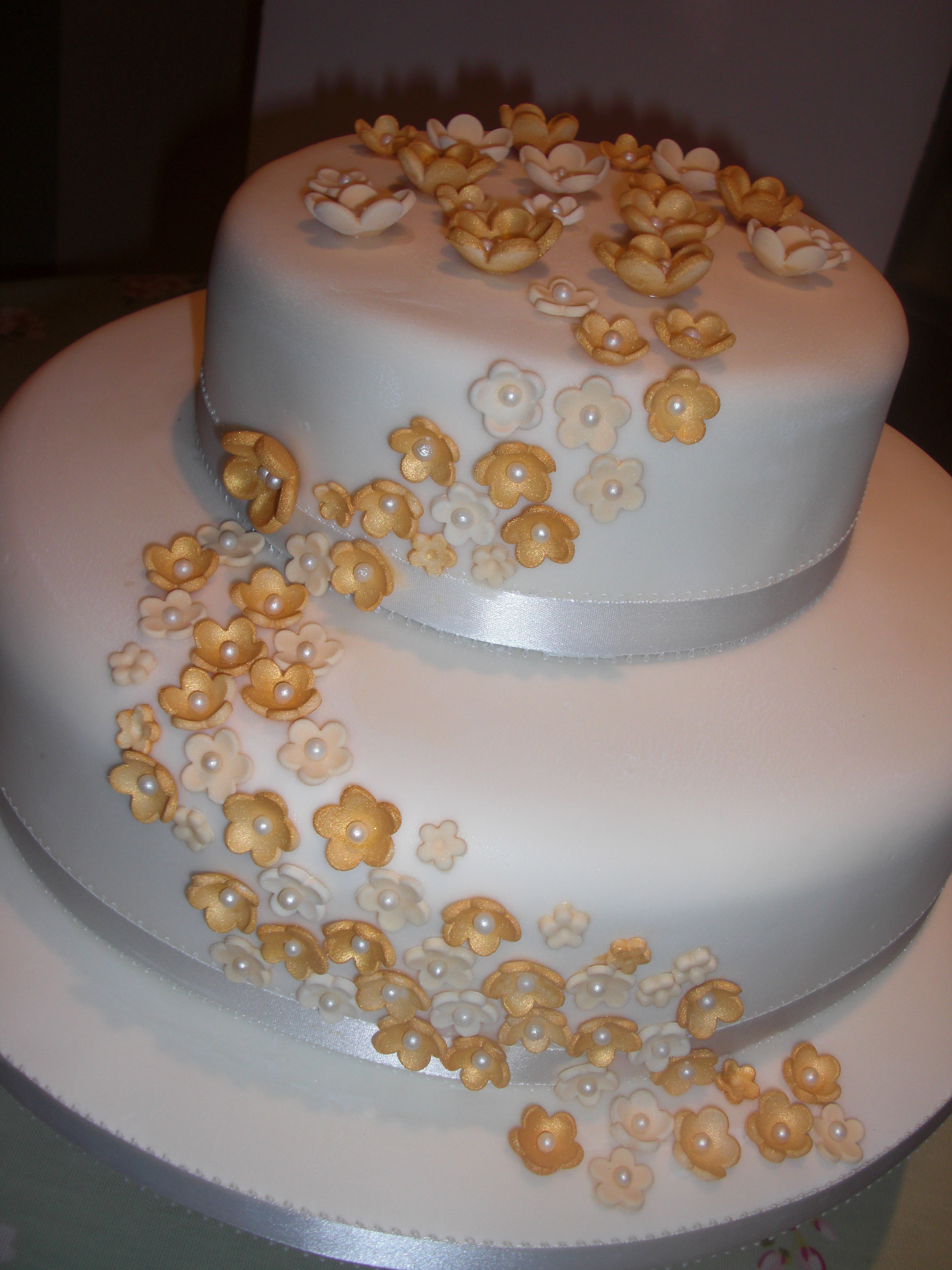 Golden Wedding Anniversary Cakes  Golden Wedding Anniversary Cakes