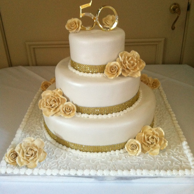 Golden Wedding Anniversary Cakes  Unfor table Cake Decorating Ideas for Golden Wedding