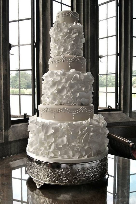 Gorgeous Wedding Cakes  The Latest Wedding Cake Trends Arabia Weddings
