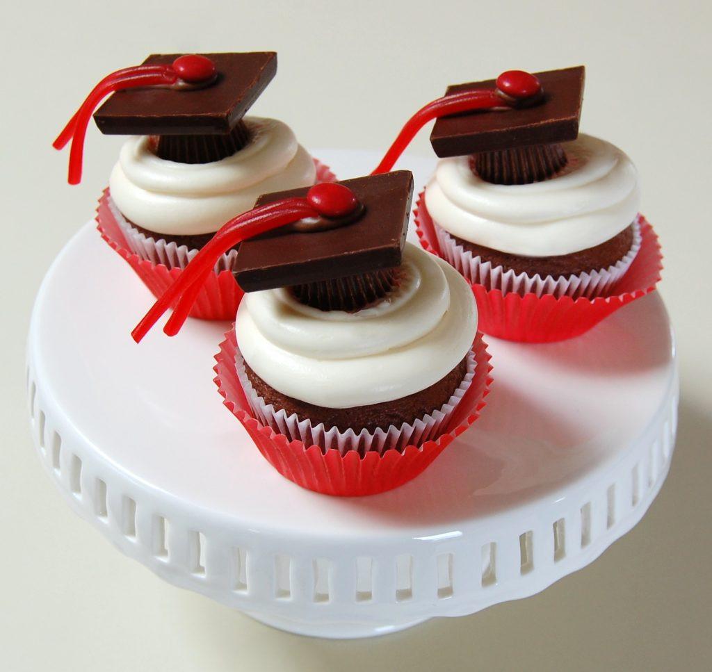 Graduation Cap Cupcakes  Graduation Cap Cupcakes