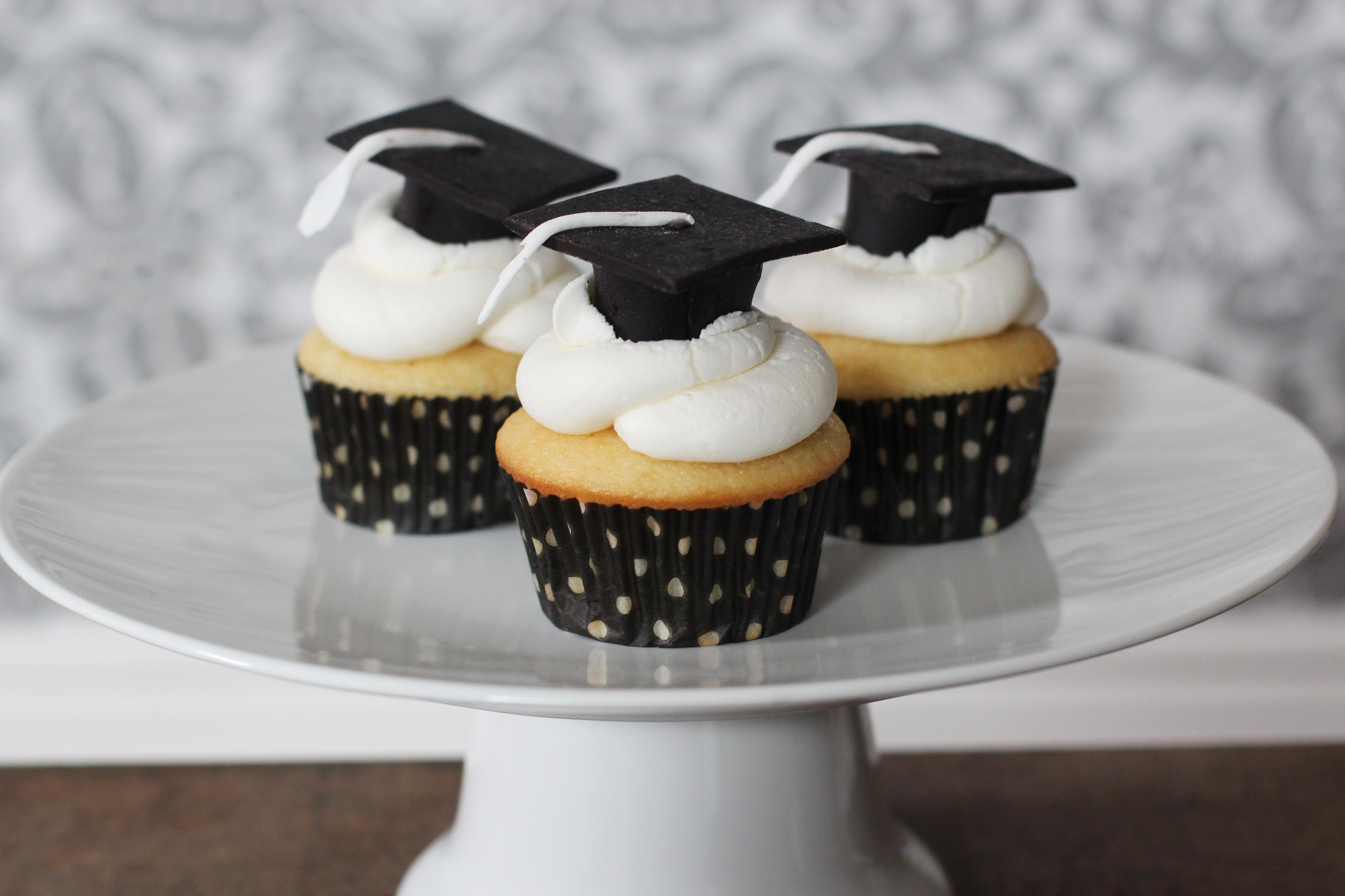 Graduation Cap Cupcakes  Graduation Cupcakes CakeCentral
