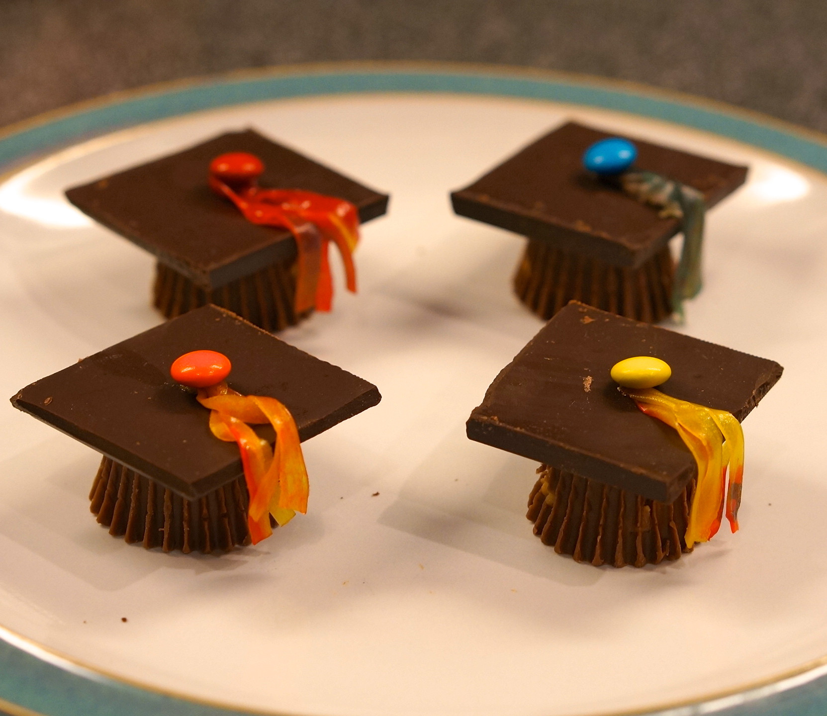 Graduation Cap Desserts  Adorable Chocolate Graduation Cap Dessert