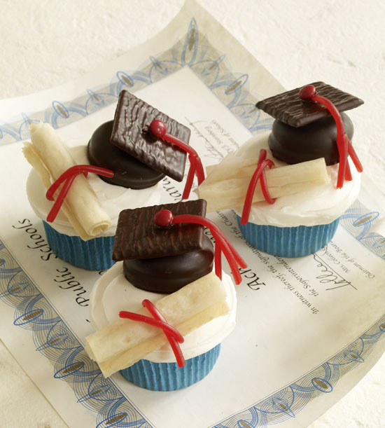 Graduation Cupcakes Decorating Ideas  The Full Time Wife Graduation Cupcake Ideas