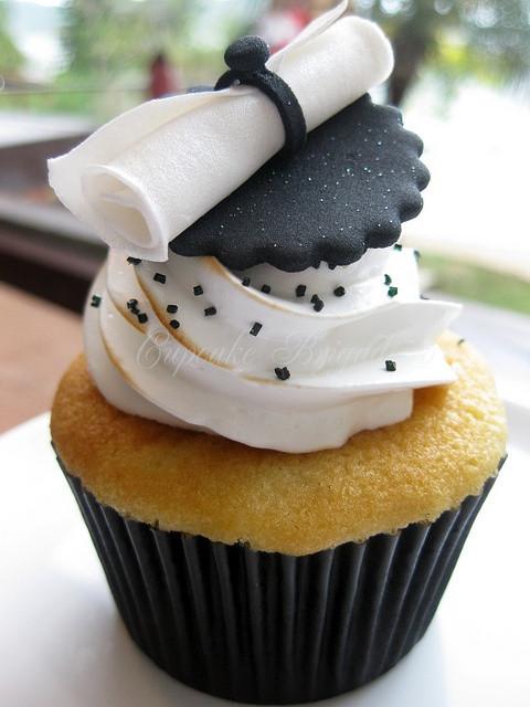 Graduation Cupcakes Ideas  Diplomas Diplomas Everywhere B Lovely Events