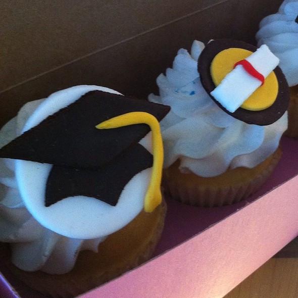 Graduation Cupcakes Walmart  Walmart Graduation Cakes Cake Ideas and Designs