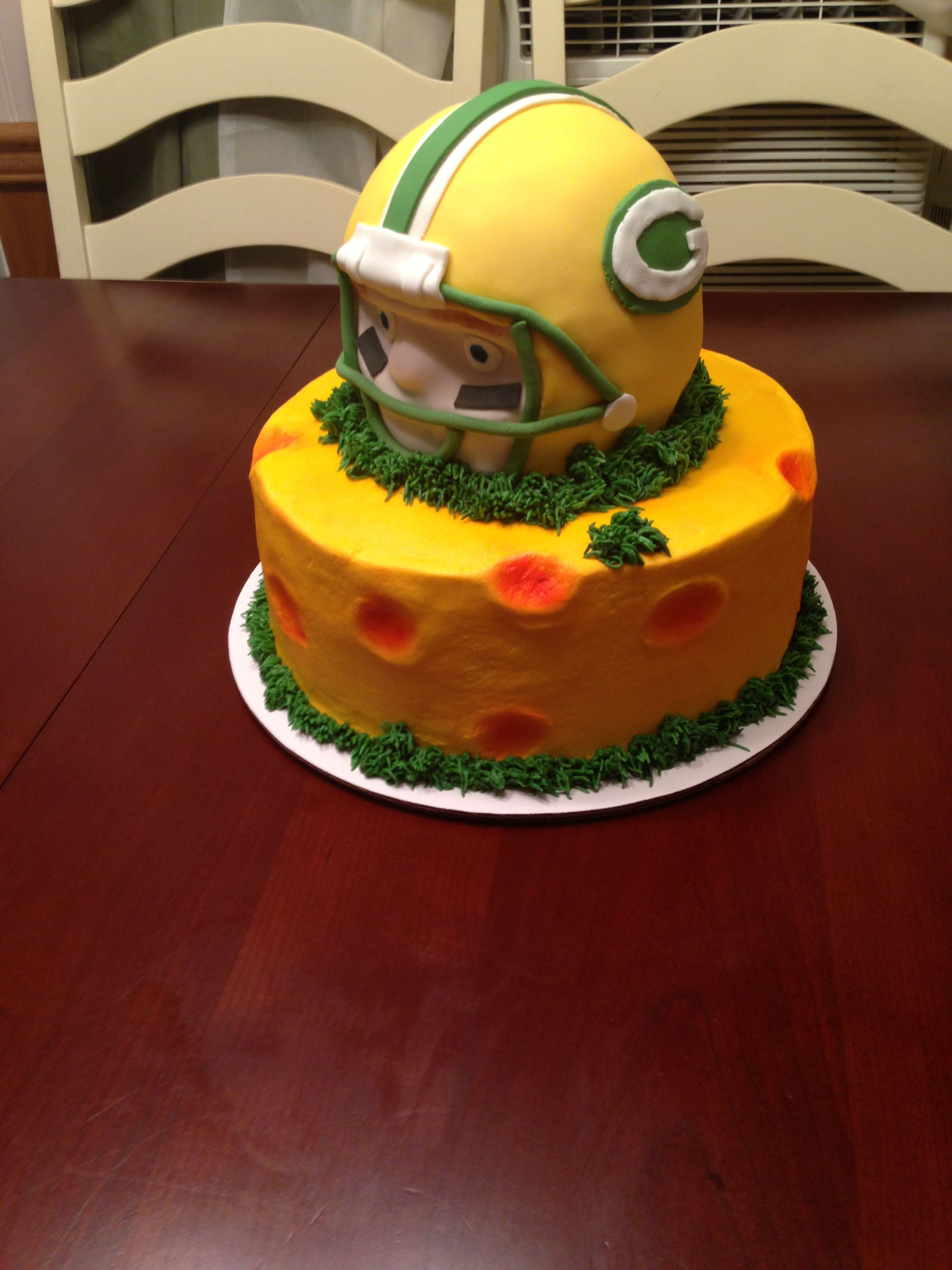 Green Bay Wedding Cakes  Pin Green Bay Packers Cake on Pinterest