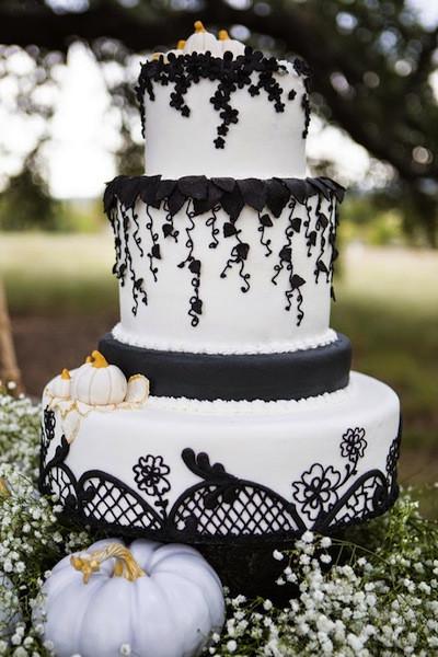 Halloween Themed Wedding Cakes  8 Halloween Themed Wedding Ideas