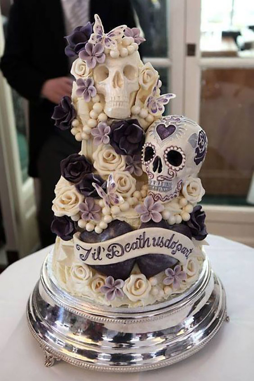 Halloween Wedding Cakes  23 Halloween Wedding Cakes