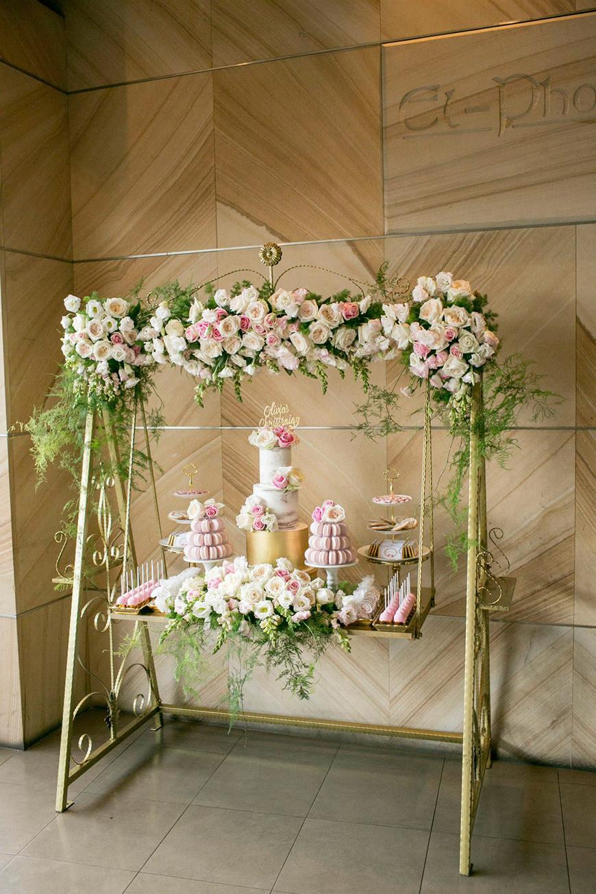 Hanging Wedding Cakes  Hanging Wedding Cakes