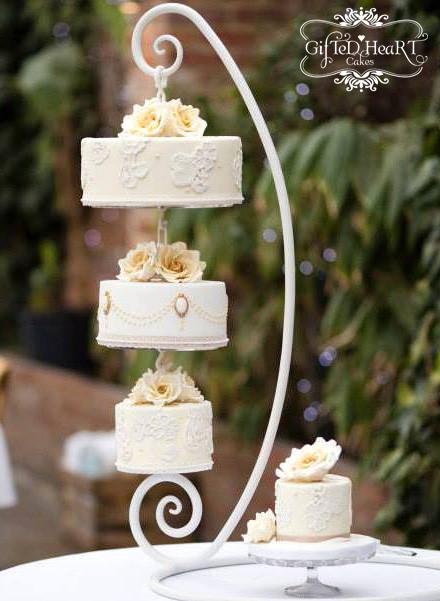 Hanging Wedding Cakes  5 Amazing Hanging Wedding Cakes