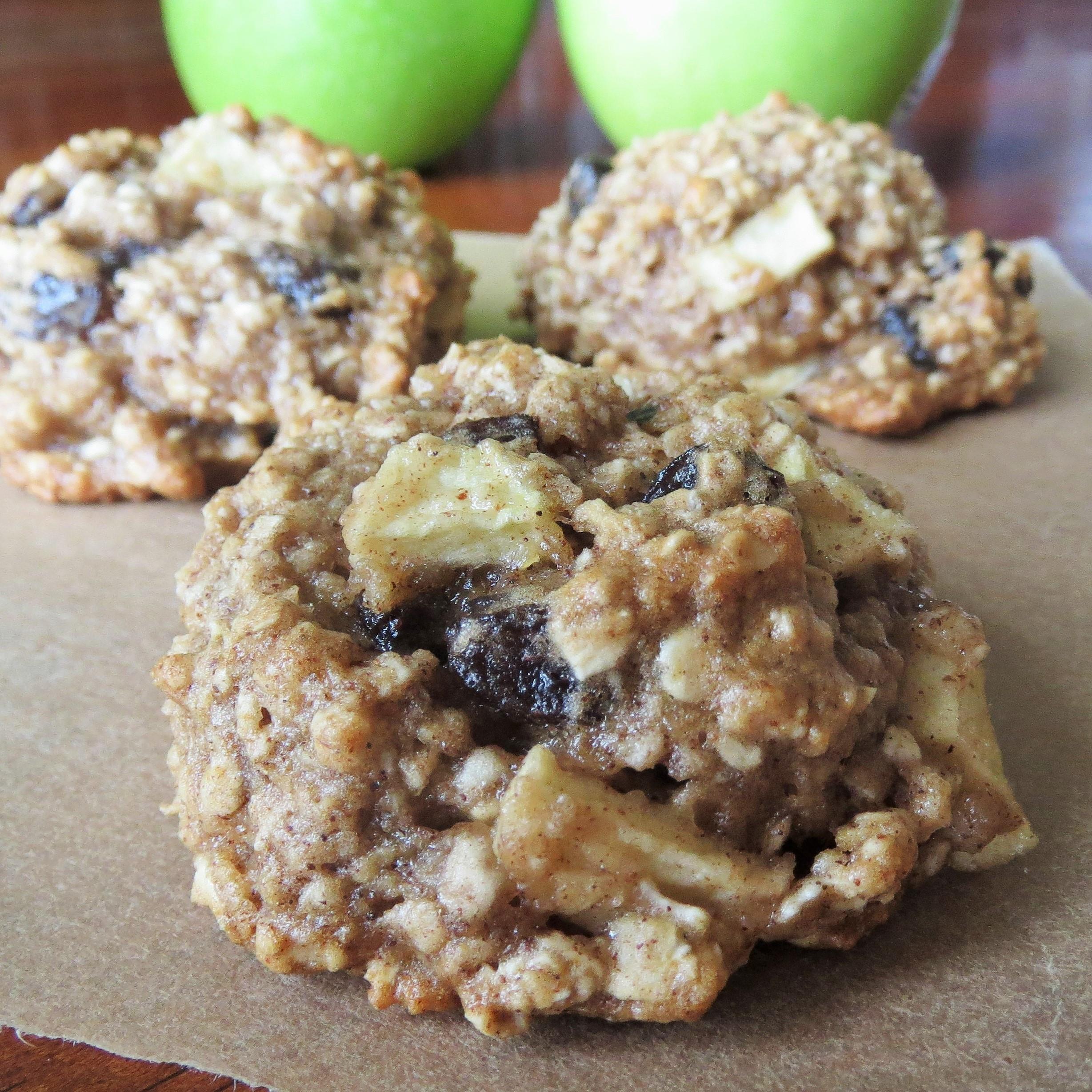 Healthy Apple Oatmeal Cookies  Healthy Apple Oatmeal Raisin Cookies